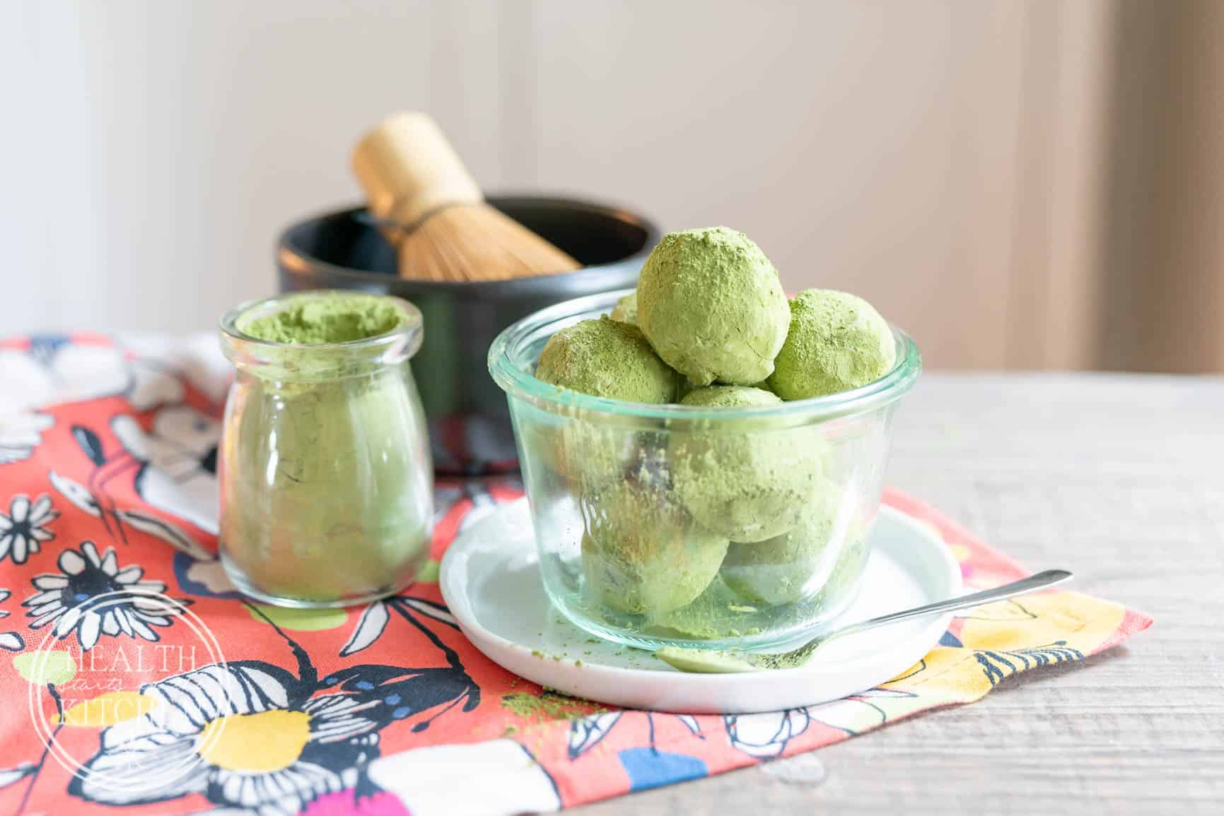 Low-Carb Keto Matcha Latte Fat Bombs